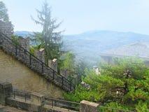 Vue de château du Saint-Marin Photographie stock libre de droits