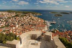 Vue de château espagnol sur l'île de Hvar Images libres de droits