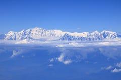 Vue de chaîne de montagne de l'Himalaya d'avion d'air image stock