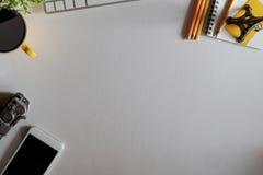 Vue de ci-dessus avec le bureau d'espace de travail de copie Image libre de droits