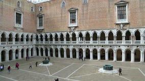 Vue de ci-dessus de Palazzo Ducale - palais de doges clips vidéos