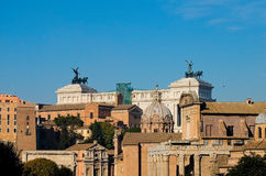 Vue de ci-dessus du forum impérial à Rome avec le fond pi Images stock