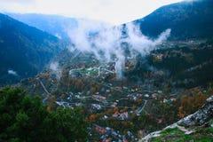 Vue de ci-dessus du village de Pyrra photographie stock libre de droits