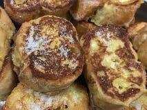 Vue de ci-dessus de pains grillés français photos stock