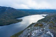 Vue de ci-dessus sur le lac dove Parc national de montagne de berceau photo stock