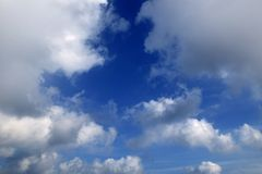 Vue de ciel bleu d'avion d'aéronefs Photos stock