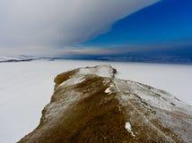 Vue de ciel sur les gisements de glace gelés du lac Baïkal, Russie Sibérie images stock
