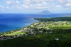 Vue de clou au-dessus d'île de St Kitts et d'île de Sint Eustatius en mer des Caraïbes Image stock