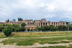 Vue de colline de Palatine et de palais impérial de cirque Maximus - Rome, Italie photographie stock libre de droits