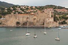 Vue de Collioure dans le jour nuageux Photos stock