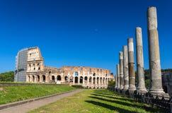 Vue de Colosseum de temple de Vénus et de Roma Photographie stock