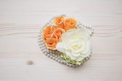 Vue de composition en fleurs et en perles d'en haut Photo libre de droits