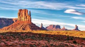 Vue de coucher du soleil à la vallée de monument, Arizona Photos libres de droits