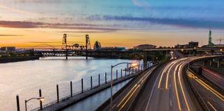 Vue de coucher du soleil au-dessus de 5 d'un état à un autre à Portland Orégon Photos stock