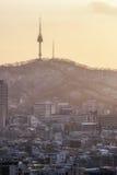 Vue de coucher du soleil au-dessus de tour namsan Photos stock