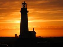 Vue de coucher du soleil au phare de Yaquina Photos libres de droits