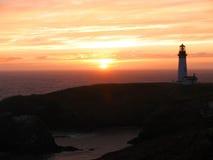 Vue de coucher du soleil au phare de Yaquina Image libre de droits