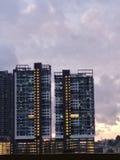 Vue de coucher du soleil avec le bâtiment photographie stock libre de droits