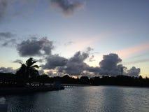 vue de coucher du soleil d'île-hôtel de paradis Photos libres de droits