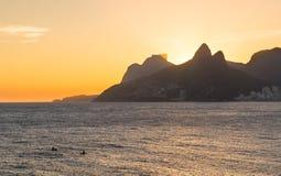 Vue de coucher du soleil d'Ipanema et de Leblon en Rio de Janeiro Images libres de droits