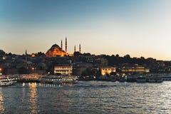 Vue de coucher du soleil d'Istanbul sur le klaxon d'or image stock
