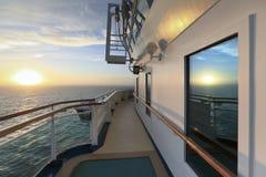 Vue de coucher du soleil de bateau de croisière Photographie stock libre de droits