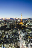 Vue de coucher du soleil de cityspace d'horizon de tour de Tokyo Photos stock