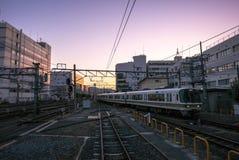 Vue de coucher du soleil de plate-forme de train du Japon au JR station de Kyoto Image libre de droits