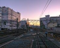 Vue de coucher du soleil de plate-forme de train du Japon au JR station de Kyoto Photographie stock