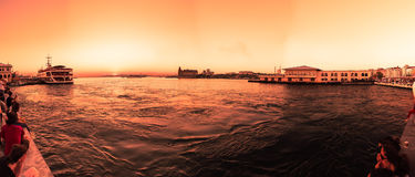 Vue de coucher du soleil de silhouette de bosphorous Image stock