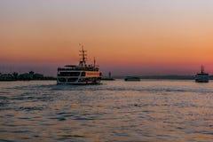 Vue de coucher du soleil de silhouette de bosphorous Images stock