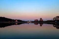 Vue de coucher du soleil du parc dans Tianjin, Chine Photographie stock libre de droits