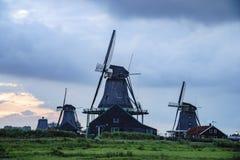 Vue de coucher du soleil de De Kat, Windmill De Zoeker, het de Houtzaagmolen photographie stock libre de droits