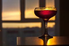 Vue de coucher du soleil de l'appartement image stock