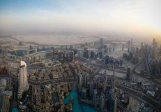 Vue de coucher du soleil de panorama aux gratte-ciel de Dubaï, EAU Images libres de droits