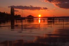 Vue de coucher du soleil sur le lac Photo libre de droits