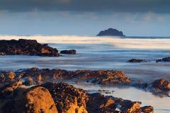 Vue de début de la matinée au-dessus de la plage chez Polzeath Photographie stock