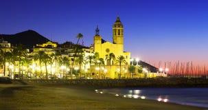 Vue de début de la matinée d'église chez Sitges, Espagne Photos stock