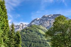 Vue de détail au-dessus des alpes de l'Europe photo stock