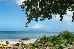 Vue de détente de Beau Vallon Bay chez les Seychelles Photos libres de droits