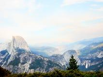 Vue de dôme de vallée de Yosemite belle demi d'en haut image stock