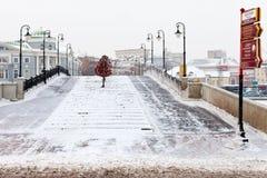 Vue de de grand dos de Bolotnaya en hiver, Moscou Photographie stock