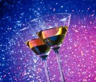 Vue de dessous des verres du cocktail sur la table de barre Photo libre de droits