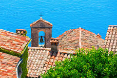 Vue de dessus de toit au-dessus du village Eze, France photographie stock