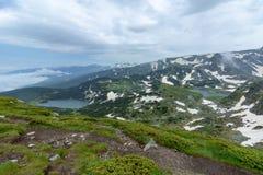 Vue de deux des sept lacs Rila en Bulgarie photos libres de droits
