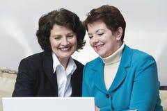 Vue de deux femmes d'affaires Photographie stock libre de droits