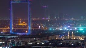 Vue de Dubaï avec la mosquée de Zabeel Masjid illuminée au timelapse de nuit banque de vidéos