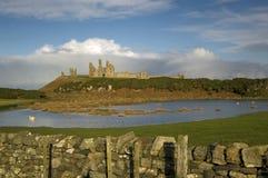 Vue de Dunstanburgh Images libres de droits