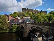 Vue de Durham du pont de château et de rivière photographie stock