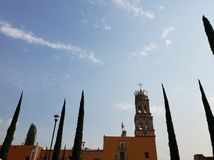 vue de fa?ade ext?rieure d'une ?glise catholique dans Acambaro, Mexique image stock